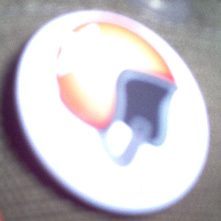 c pas facile à prendre en photo un badge... surtout quand y a un bad jeu de lumières...
