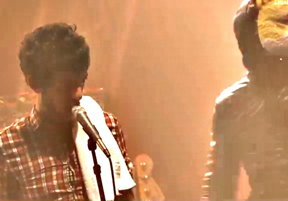 le chanteur c'est kevin costner dans chante avec les loups
