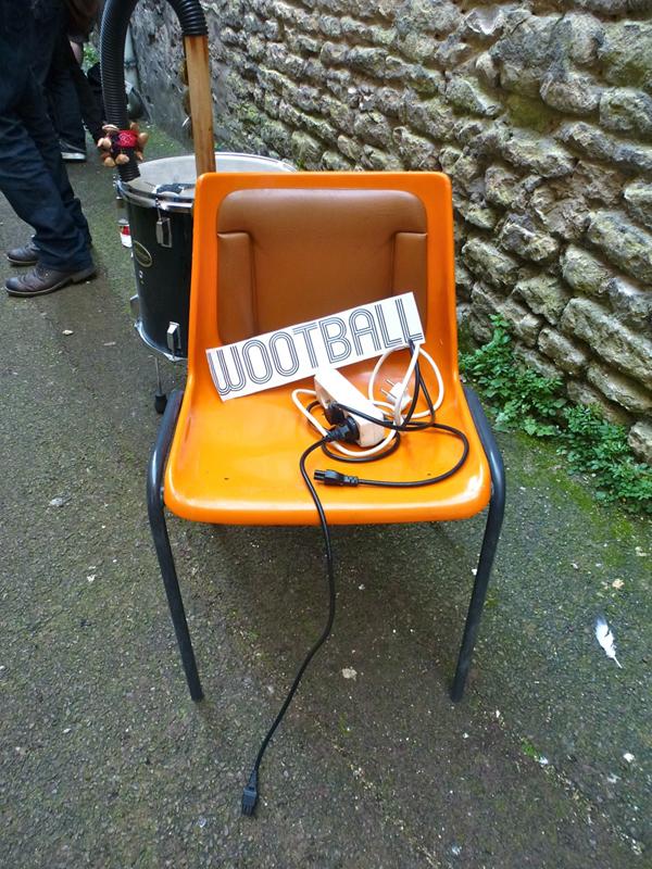 une orange chaise électrique unplugged