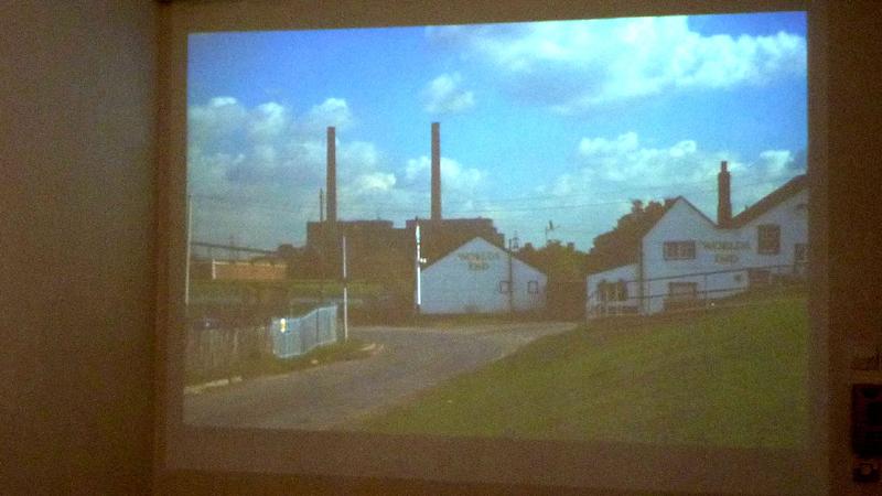 vidéo projections de photos de Mehdieu pendant sa période londonienne